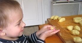 gyerek a konyhába