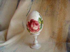 Rosa-Ostereier-gestalten-Serviettentechnik-vintage-dekoration